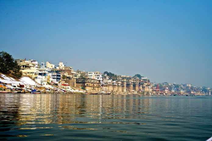 Dead Bodies in River Fill Ganges Due to Rise of COVID Cases in India